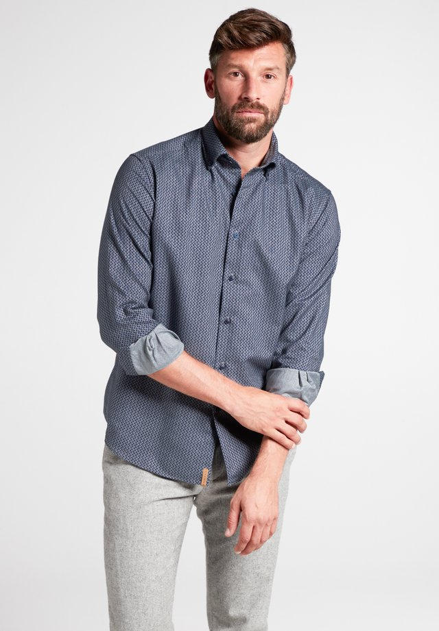 REGULAR FIT - Shirt - jägergrün/grau