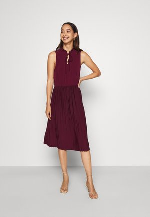 VMTWIST PLEATED KNEE DRESS - Jersey dress - winetasting