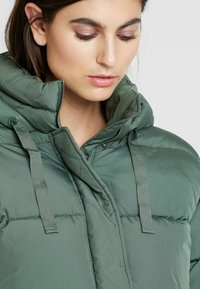 GAP - V-MIDWEIGHT NOVELTY PUFFER - Winter jacket - cool olive - 5