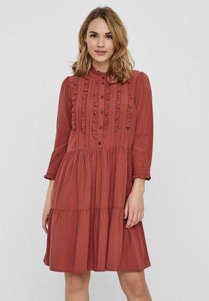 KLEID RÜSCHEN - Day dress - marsala