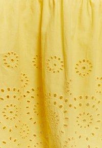 Vero Moda Petite - VMHALO SINGLET CALF DRESS - Kjole - banana cream - 2