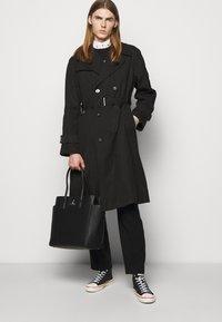 Vivienne Westwood - BEN - Trenchcoat - black - 3