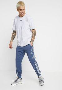 adidas Originals - OUTLINE STRIKE REGULAR TRACK PANTS - Tracksuit bottoms - tech ink - 1