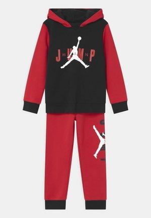 JUMPMAN SIDELINE SET - Tracksuit - gym red