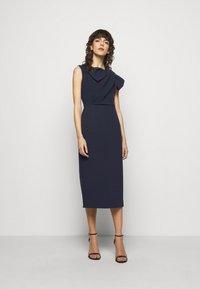 Roksanda - FLANDRE DRESS - Pouzdrové šaty - midnight/sangria - 1