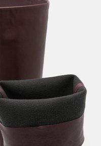 Wallis - PINNIE - Boots med høye hæler - mulberry - 5