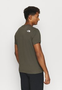 The North Face - MENS SIMPLE DOME TEE - T-shirt basic - new taupe green - 2