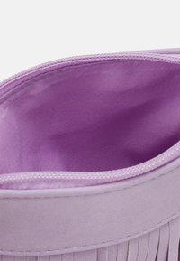 Lindex - BAG FRINGES - Across body bag - light lilac - 2