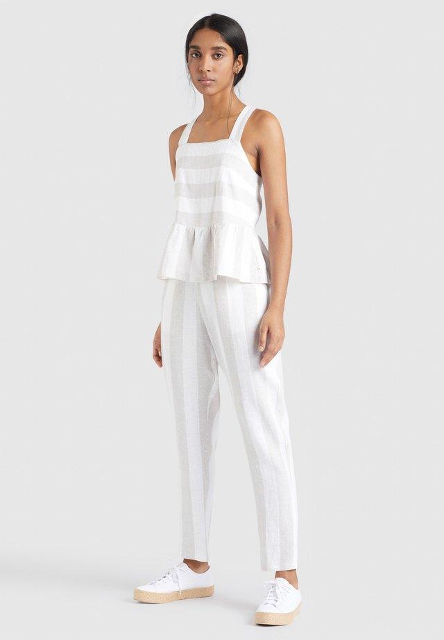 MAITI - Pantaloni - beige.weiß gestreift
