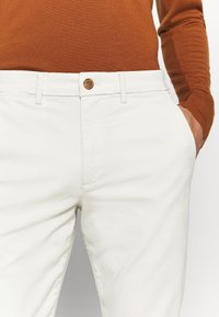GAP - ESSENTIAL  - Kangashousut - chino