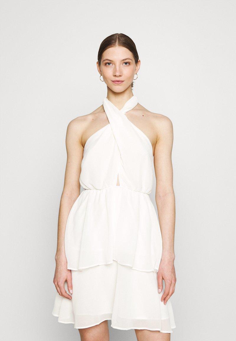 Gina Tricot - EXCLUSIVE MALVA HALTERNECK DRESS - Koktejlové šaty/ šaty na párty - white