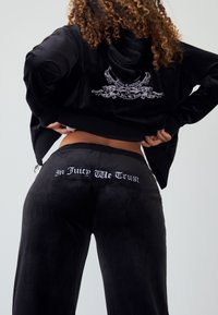 Juicy Couture - ANNIVERSARY CREST TRACK PANTS - Trainingsbroek - black - 2