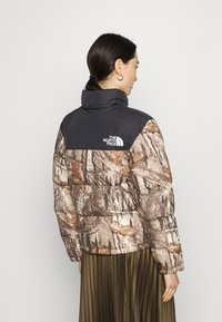 The North Face - 1996 RETRO NUPTSE JACKET - Down jacket - kelp tan - 2