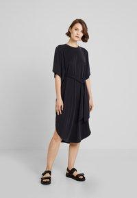 Monki - HESTER DRESS - Robe en jersey - black - 0