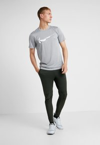 Nike Performance - PANT - Træningsbukser - sequoia - 1