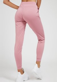 Guess - SPORTHOSE - Tracksuit bottoms - rose - 2