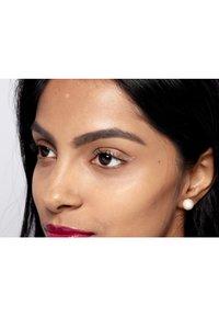 Nyx Professional Makeup - GLITTER GOALS LIQUID EYELINER - Eyeliner - 04 crystal ball - 2