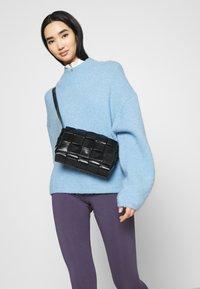 Nike Sportswear - Leggingsit - dark raisin/white - 3
