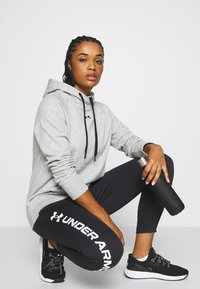 Under Armour - RIVAL HOODIE - Mikina s kapucí - steel medium heather - 1
