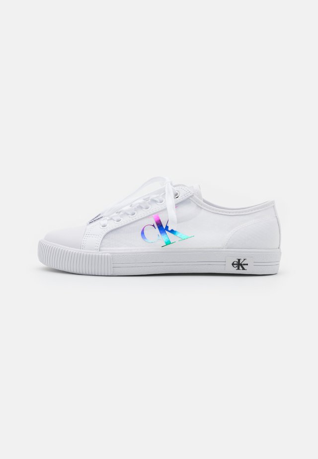 VULCANIZED LACEUP - Trainers - bright white