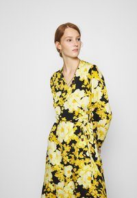 Soft Rebels - SRROSANNA MIDI DRESS - Day dress - yellow - 3