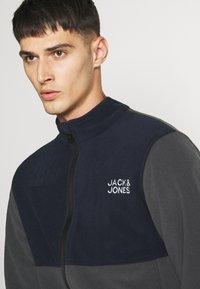 Jack & Jones - JJHYPE - Veste polaire - ombre blue - 4