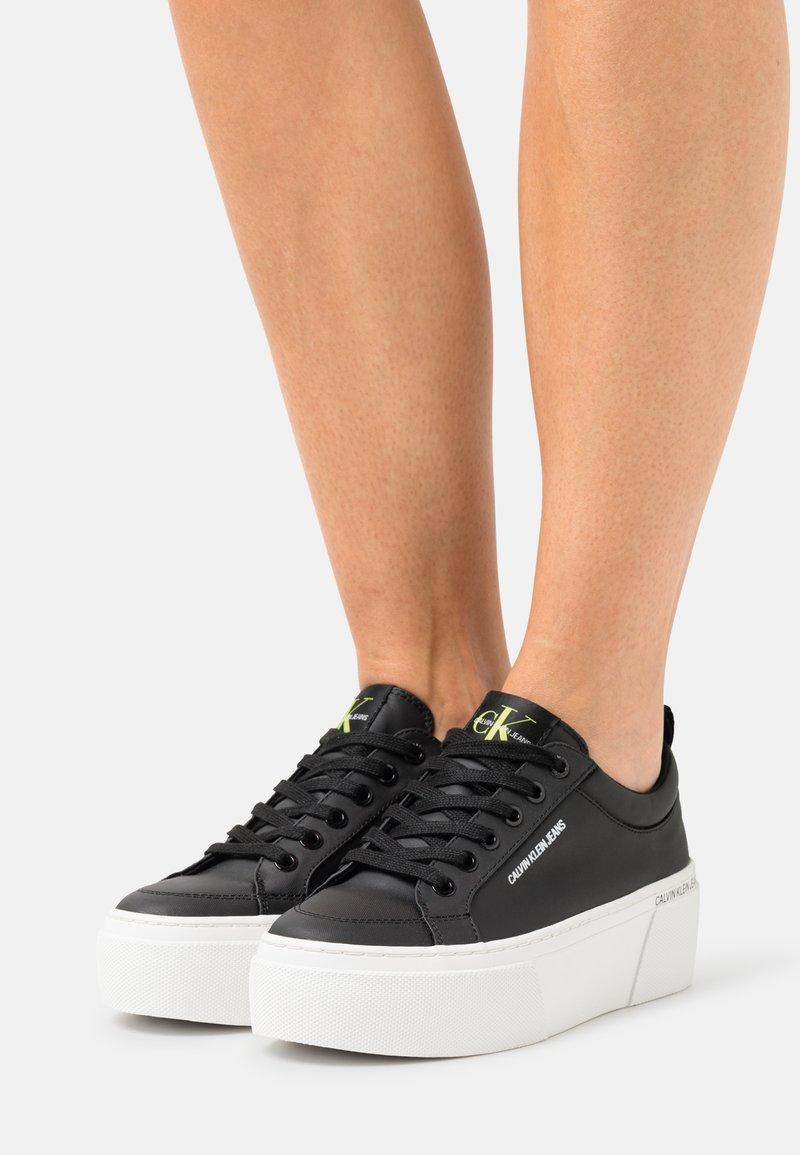 Calvin Klein Jeans - FLATFORM LACEUP - Trainers - black