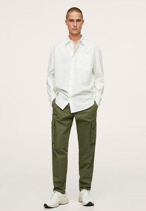 Kostymskjorta - weiß