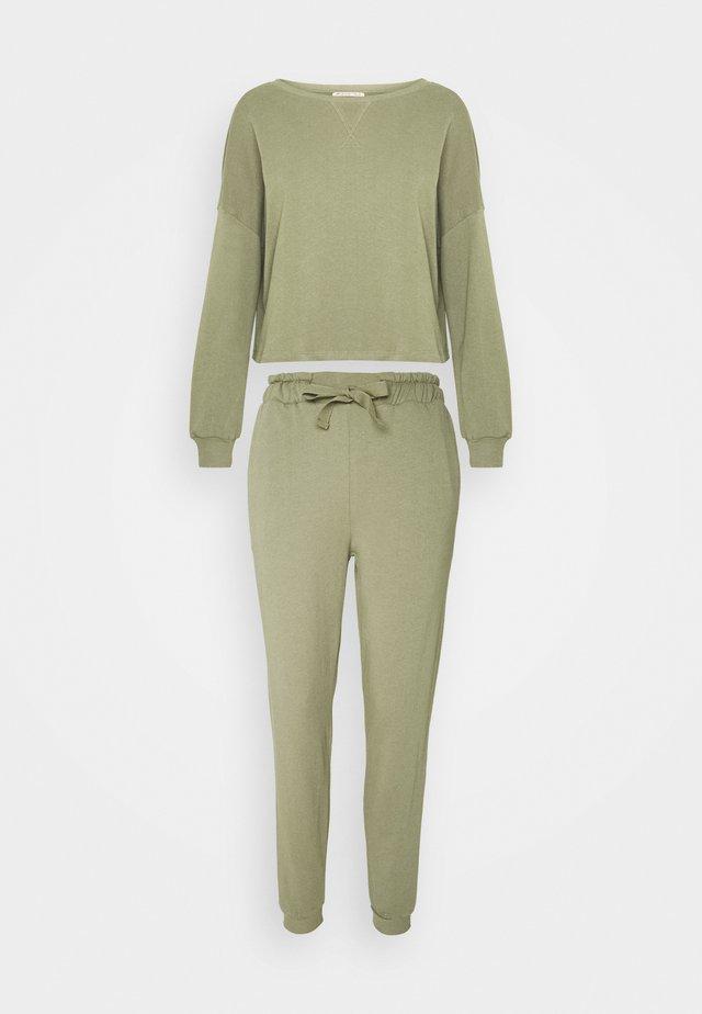 Pyjama set - khaki