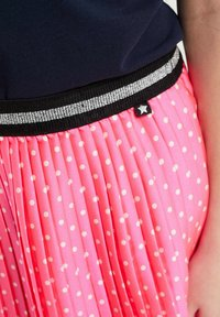 WE Fashion - MET STIPPEN EN GLITTERDETAILS - A-lijn rok - bright pink - 2