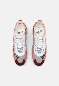 Mercer Amsterdam - W3RD - Baskets basses - white/orange/pink/burgundy - 5