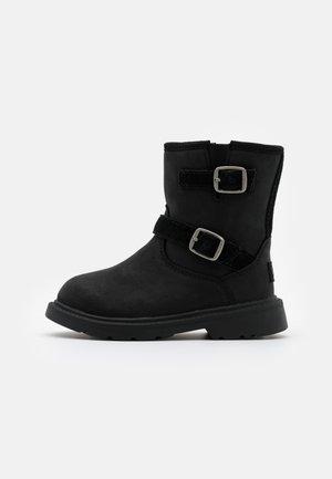 KINZEY - Vysoká obuv - black