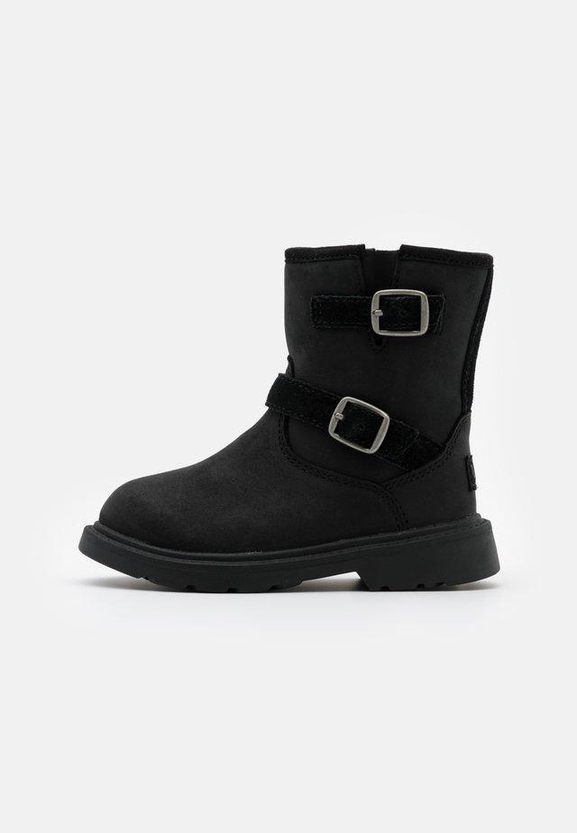 KINZEY - Stiefel - black
