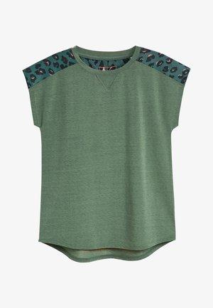 SHORT SLEEVE MESH PANEL - Print T-shirt - green