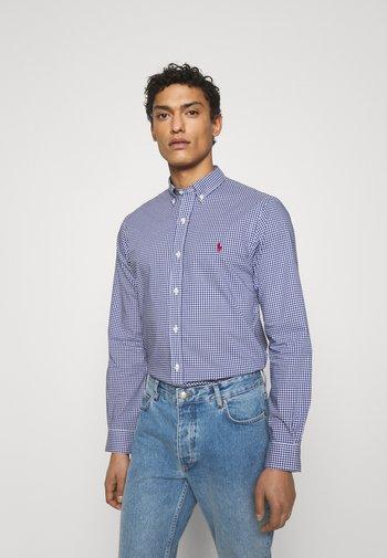 SLIM FIT GINGHAM POPLIN SHIRT - Shirt - navy/white