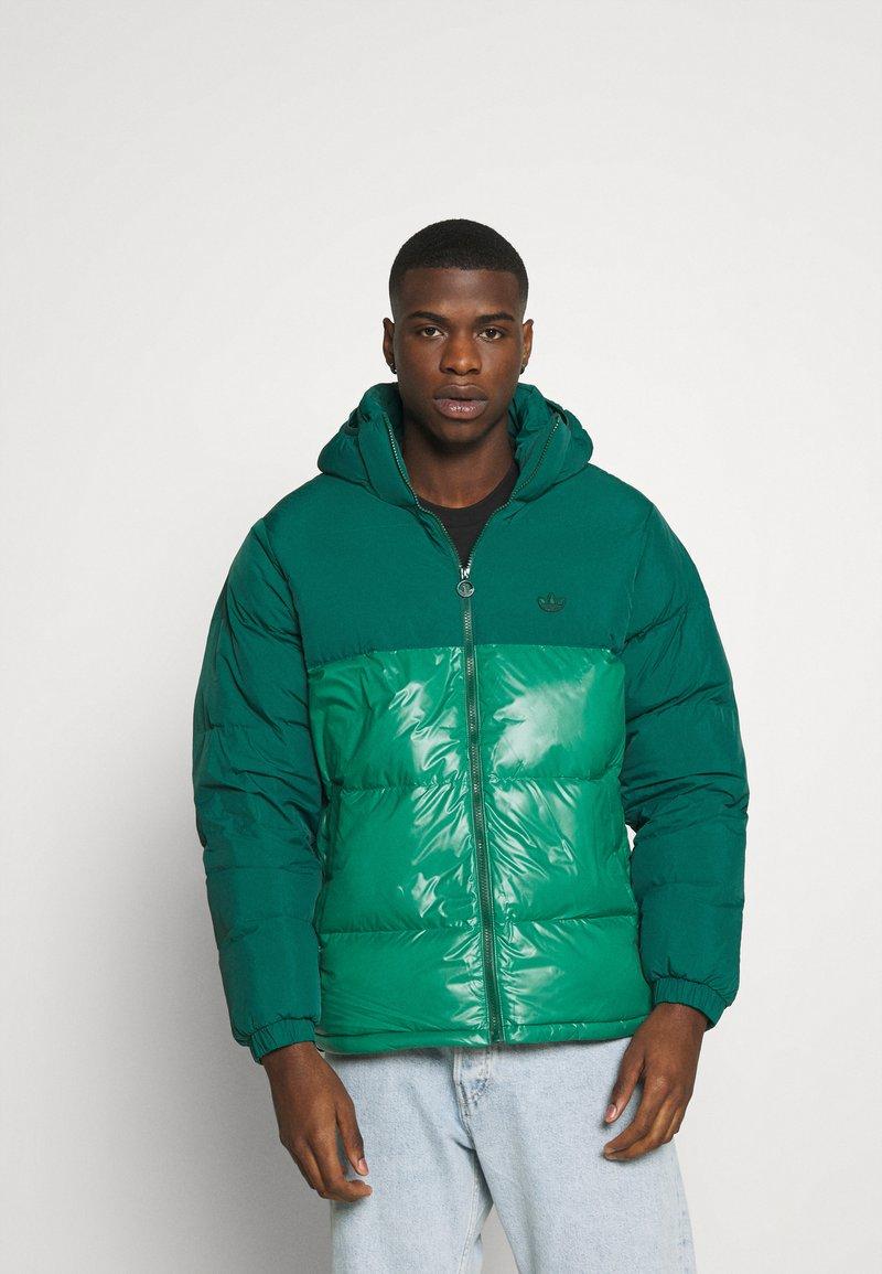 adidas Originals - REGEN PUFF - Down jacket - cgreen