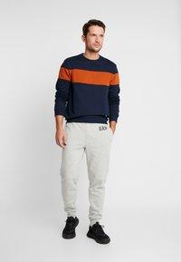 GAP - LOGO PANT - Spodnie treningowe - light heather grey - 1