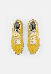 Vans - SK8-HI UNISEX - High-top trainers - cyber yellow/true white - 3