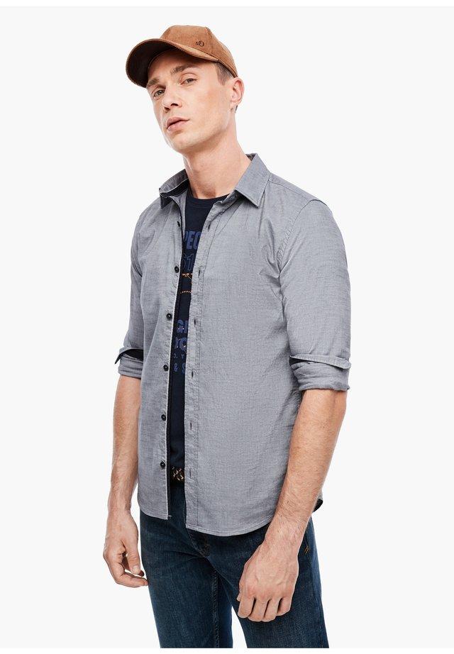 MIT MUSTERSTRUKTUR - Shirt - grey