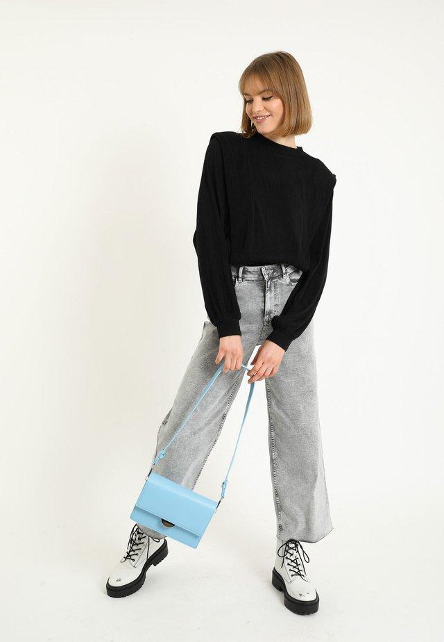 MIT KLEINEN VOLANTS - Pullover - schwarz