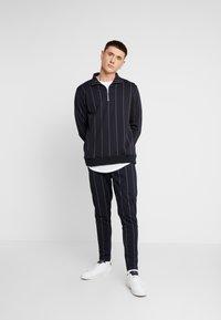 Topman - PINSTRIPE TRACK  - Pantaloni sportivi - dark blue - 1
