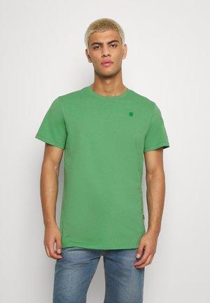 BASE-S R T S\S - Basic T-shirt - leaf