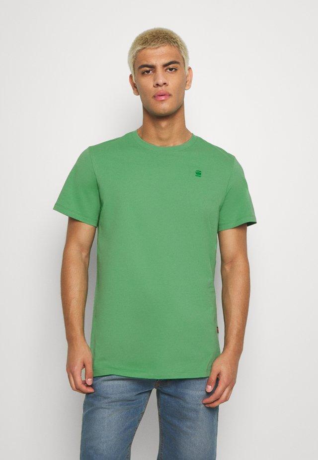 Basic T-shirt - leaf