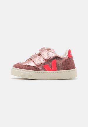SMALL V-12  - Zapatillas - nacre rose/fluo