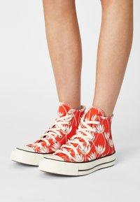 Converse - CHUCK 70 - High-top trainers - bright poppy/egret/black - 3