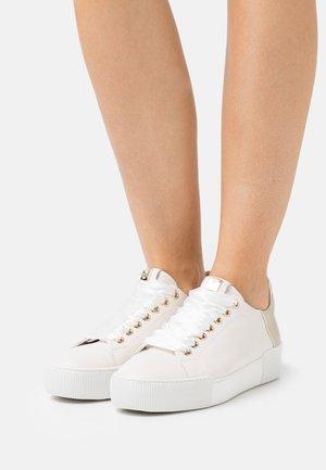 BLADE - Sneakers laag - creme/platin