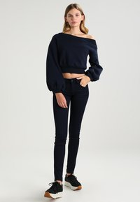 Tommy Jeans - LOW RISE SKINNY SOPHIE  - Jeans Skinny Fit - boogie blue stretch - 2