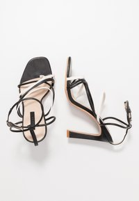 Lost Ink Wide Fit - STRAPPY MIXED COLOUR  - Korolliset sandaalit - black - 3