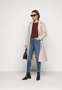 New Look Petite - CONTOUR - Skinny džíny - mid blue - 1