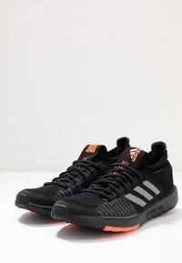 adidas Performance - PULSEBOOST HD - Zapatillas de running neutras - core black/grey three/signal coral - 2